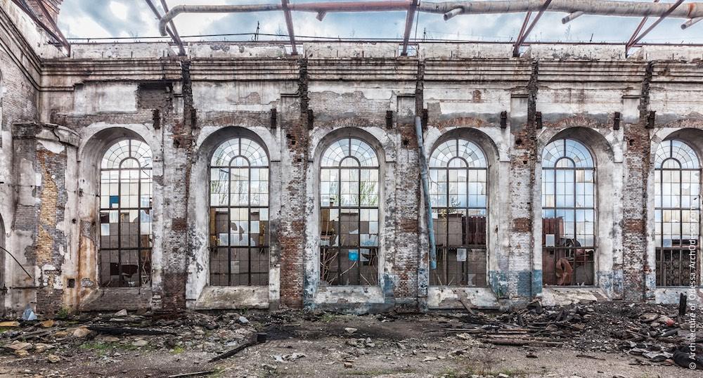 Фрагмент зовнішньої бічної стіни і світлові вікна