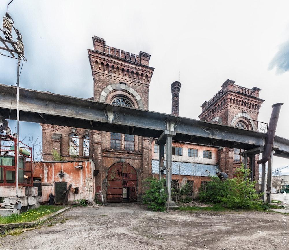 Загальний вигляд з боку Горбатого моста (з території заводу)