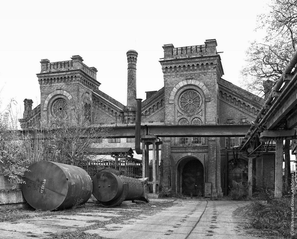 Загальний вигляд з боку Горбатого моста (з території заводу), фото 2009 р.