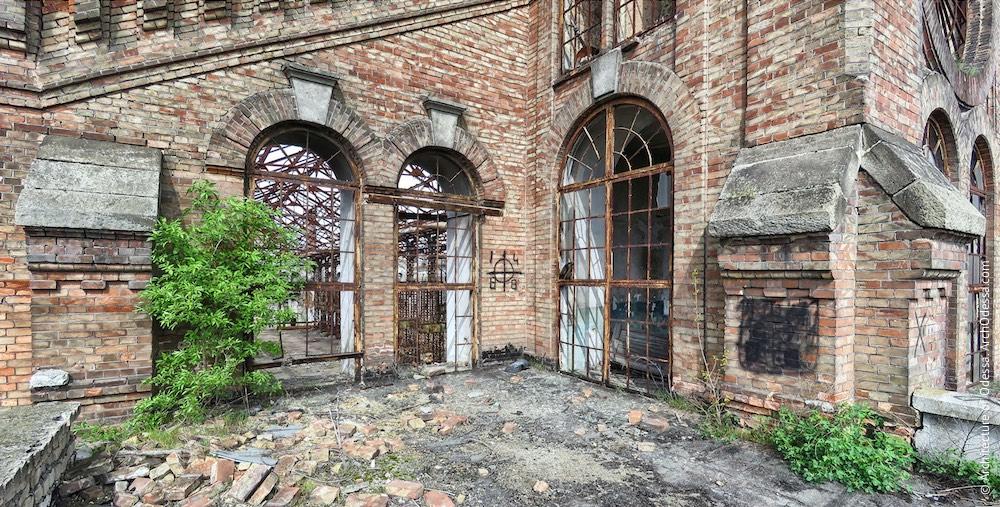 Вікна торцевого фасаду з боку станції Одеса-Мала