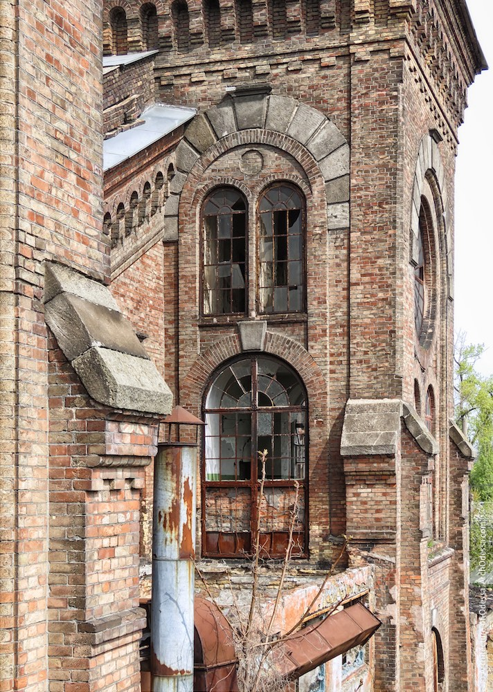 Вікна ризалітів з боку станції Одеса-Мала