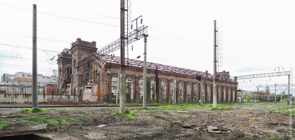 Загальний вигляд з боку старого паровозного депо