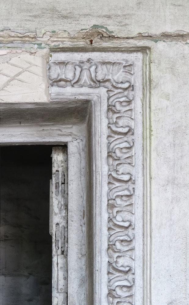 Фрагмент дверного обрамлення