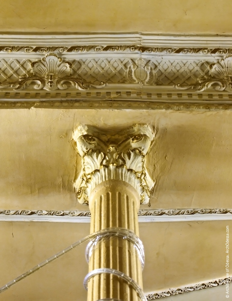 Капітель колони і фрагмент карниза