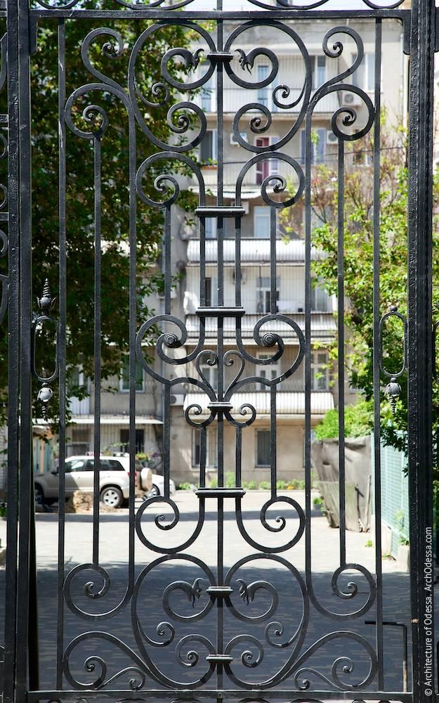Ворота, фрагмент