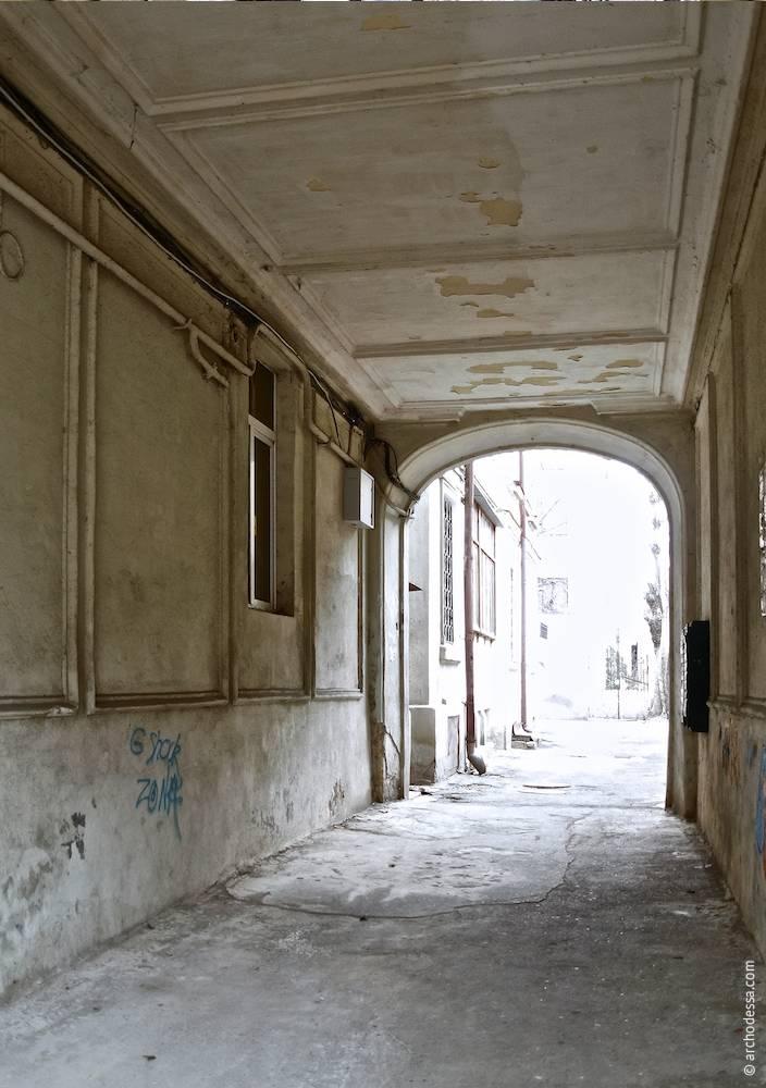 Внутрішній вигляд з боку вулиці