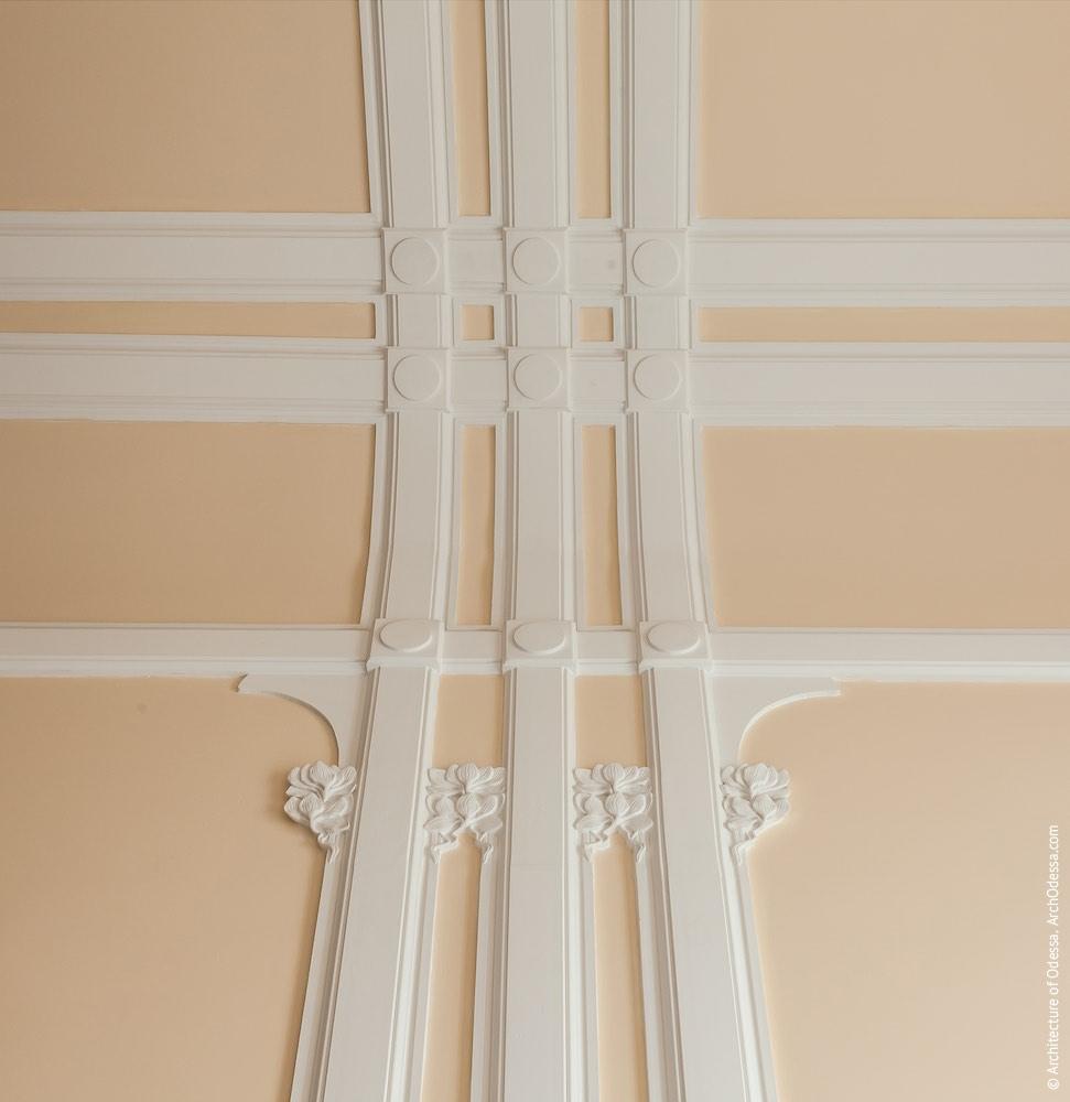 Коридор-галерея другого поверху, деталі