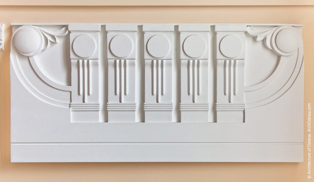 Коридор-галерея другого поверху, сходи, фільонка