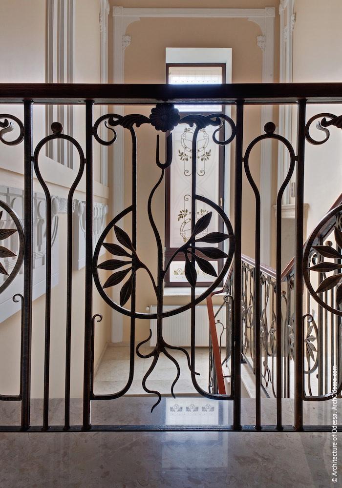 Коридор-галерея другого поверху, сходи, фрагмент новоробних огорож