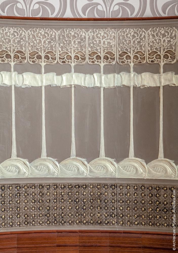 Овальний зал на першому поверсі, декоративний стінний цоколь