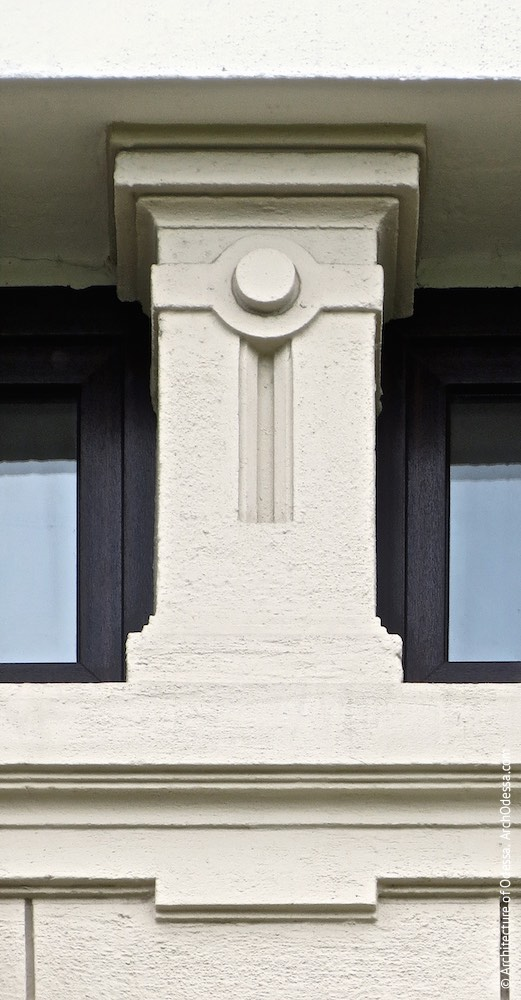 Оформлення антресольних вікон