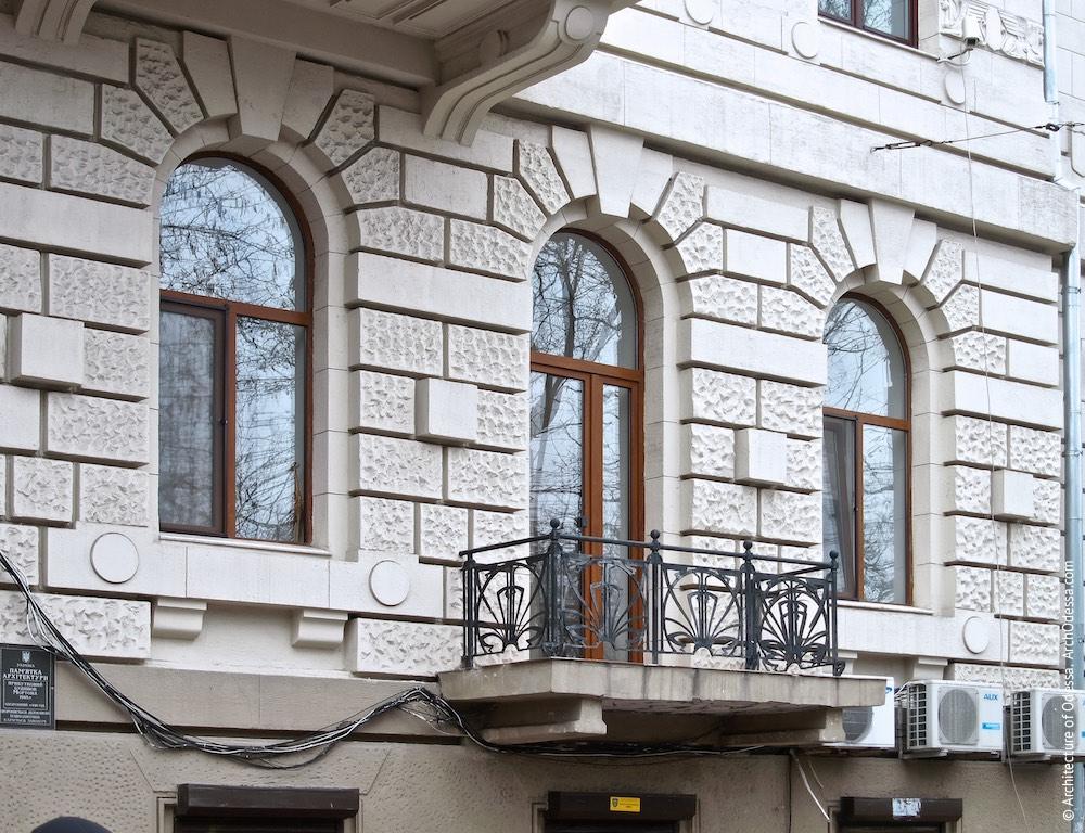 Загальна композиція (праворуч від арки)