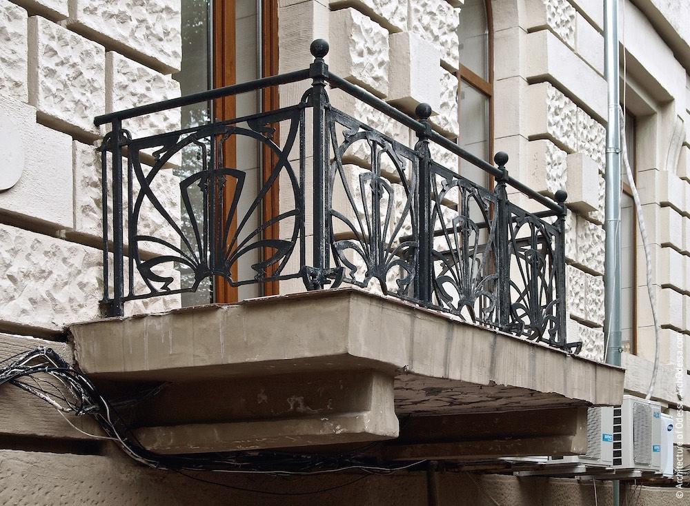 Одна з балконних огорож