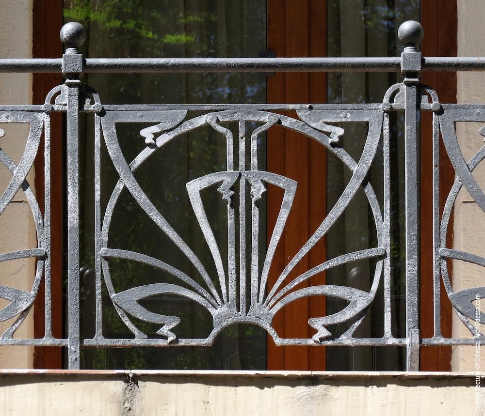 Одна з балконних огорож (секція)