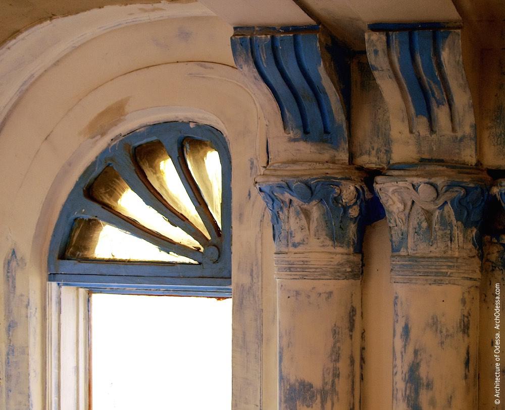 Капітелі напівколон (до реставрації)