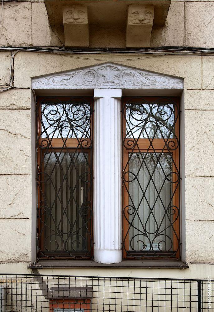 Fenêtre dans la cour d'honneur