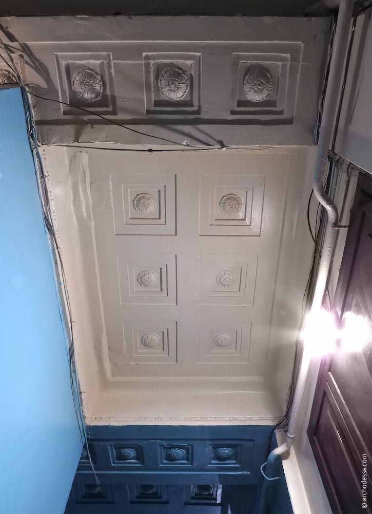 Звід проходу між вестибюлем і сходовою кліткою