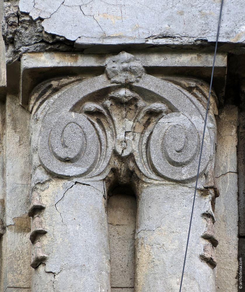 tête demi-colonnes