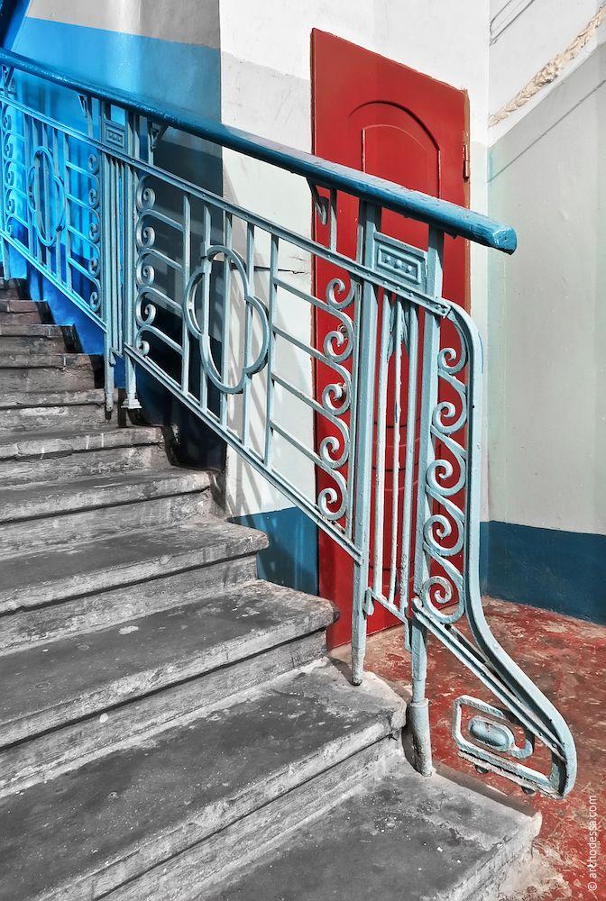 Passe d'entrée dans l'escalier droit