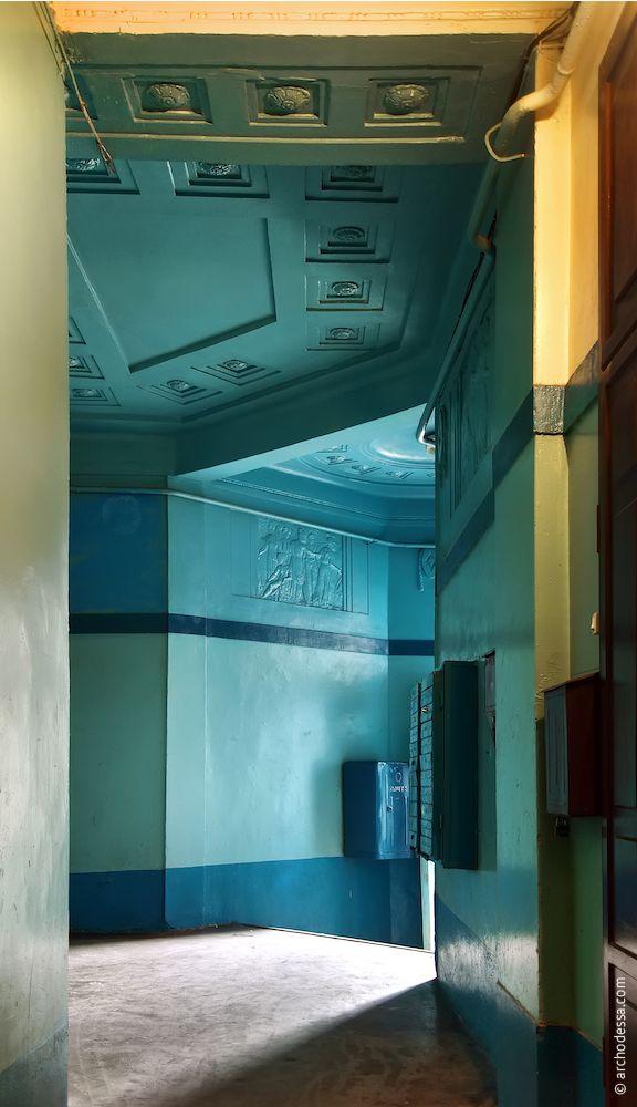 Vue générale du côté de l'escalier