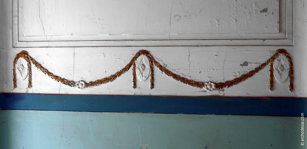 Guirlande dans la cage de l'escalier droit