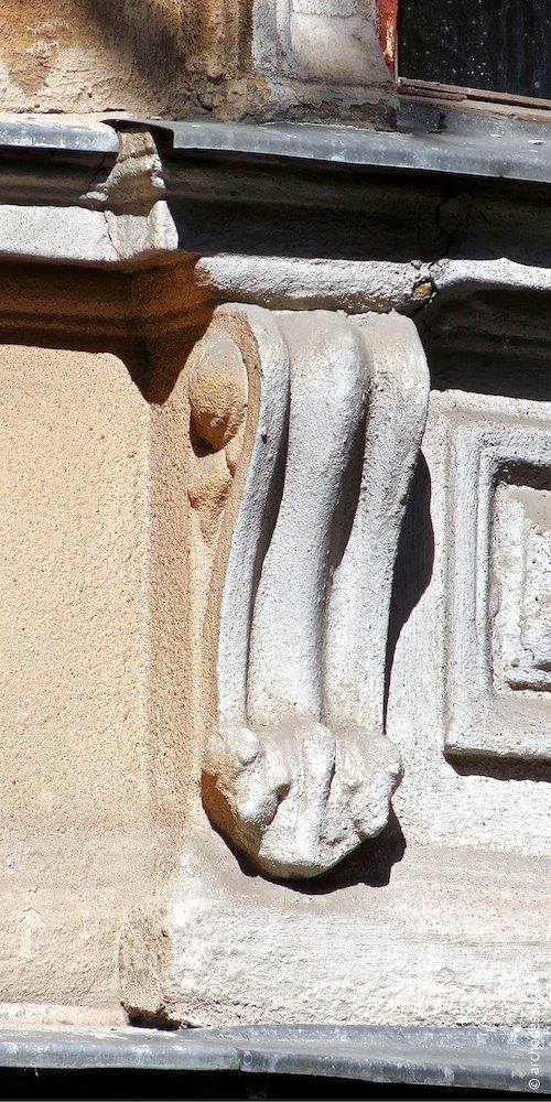 Підвіконний кронштейн другого поверху