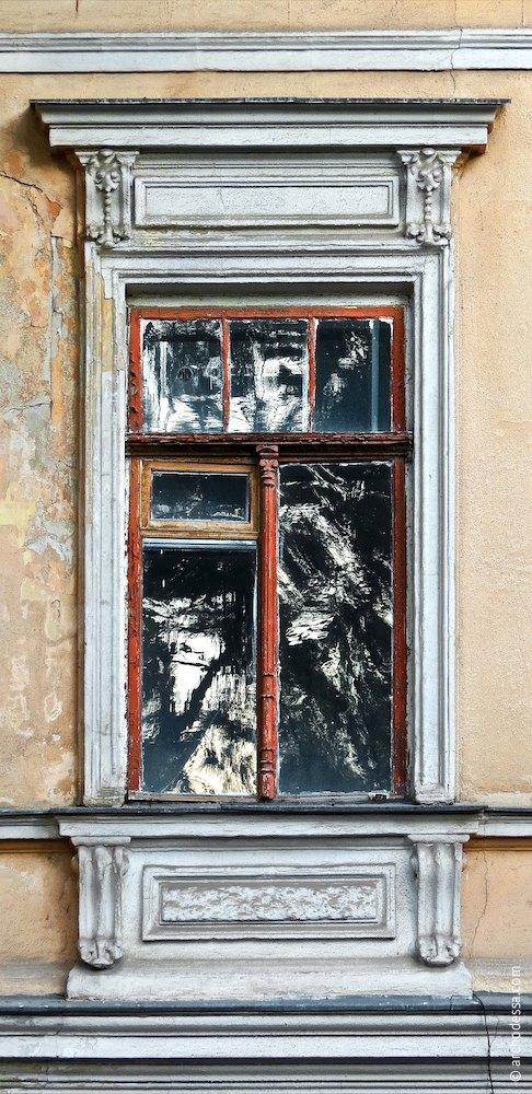 Вікно другого поверху