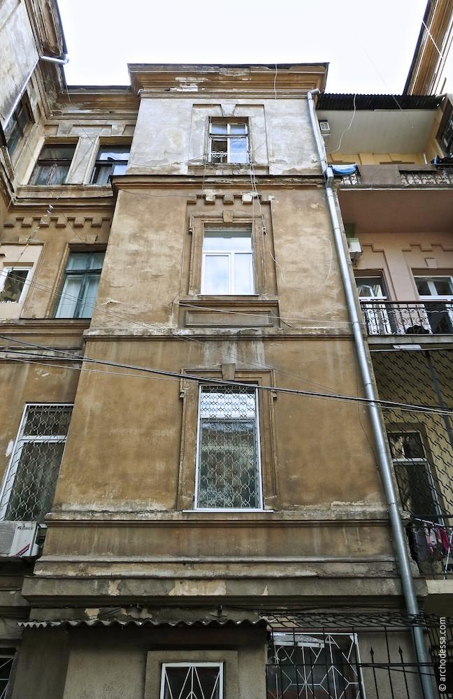 Hoffassade, kleiner Risalit