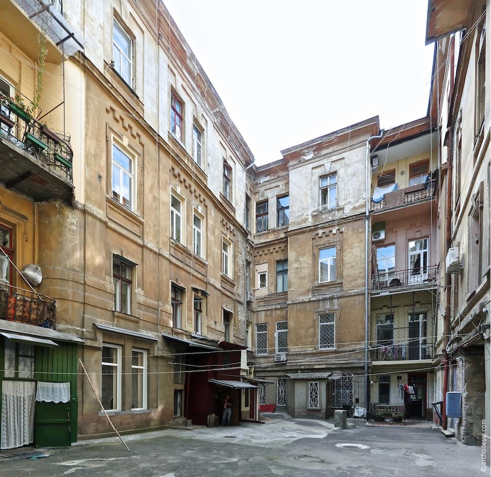 Hoffassaden vom Hausflügel Marazlijewskaja-Straße aus