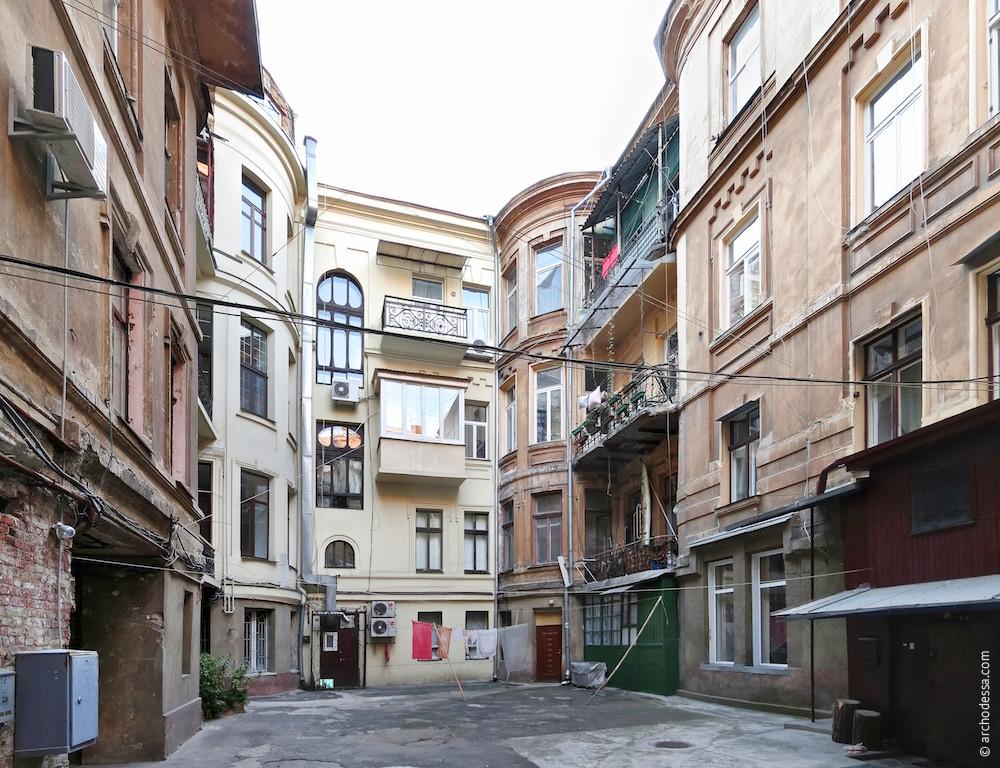 Hoffassade Marazlijewskaja-Straße