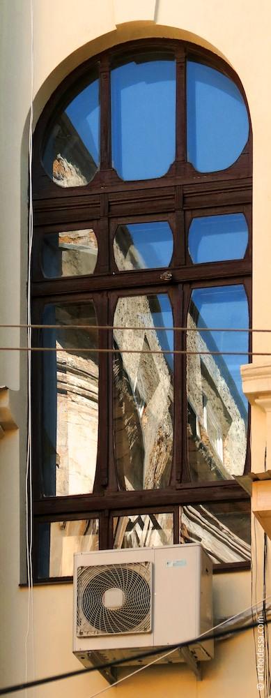 Fenster im Treppenhaus Marazlijewskaja Straße