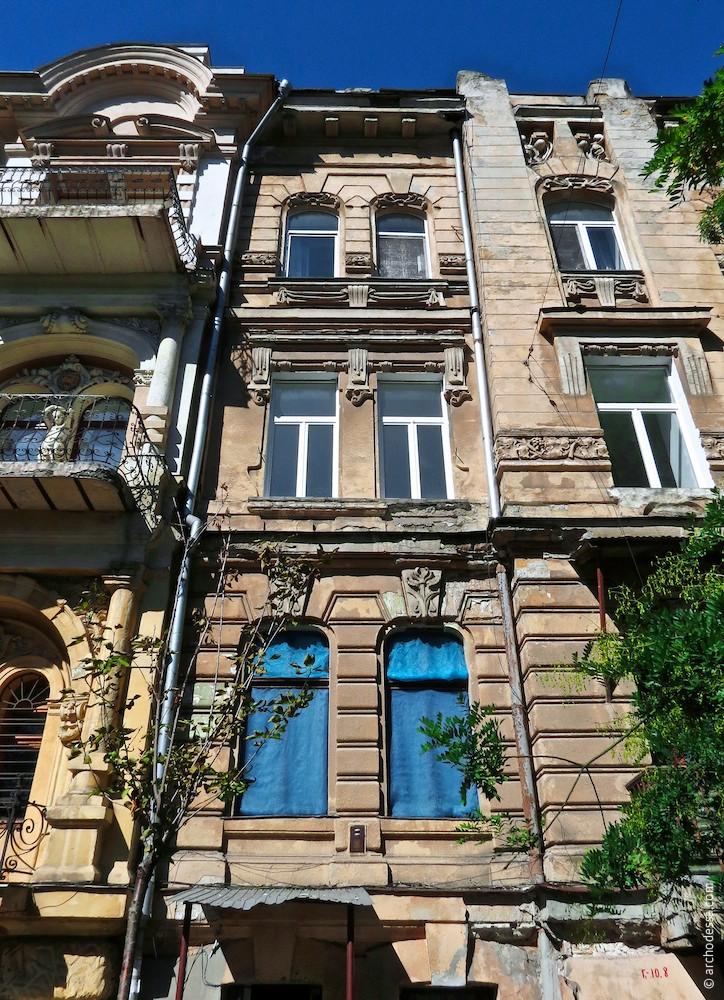 Straßenfassade Marazlijewskaja-Straße, ein Ausschnitt