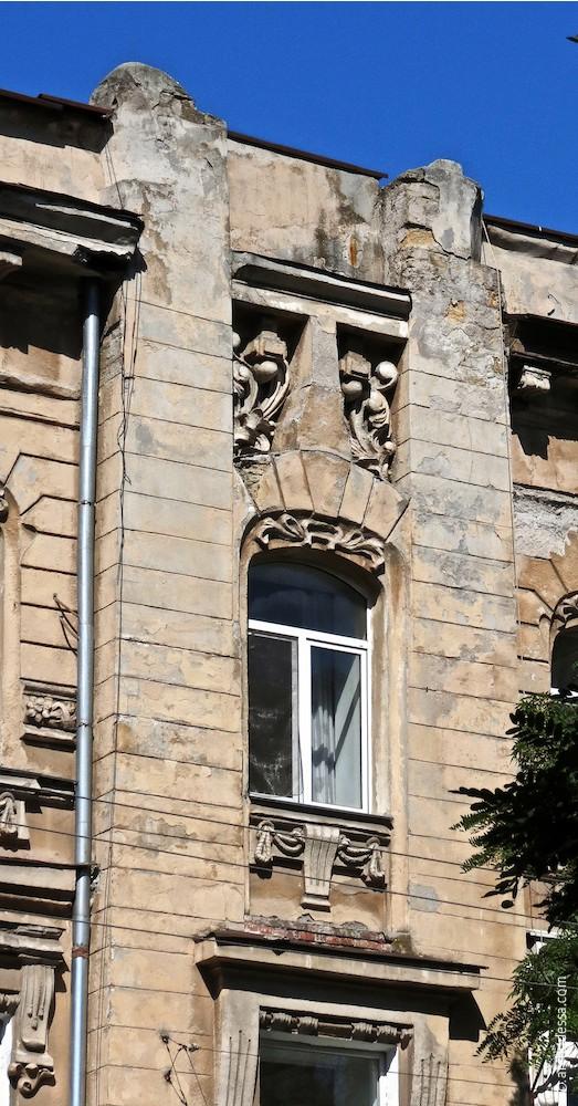 Risalit, oberer Teil, Marazlijewskaja-Straße
