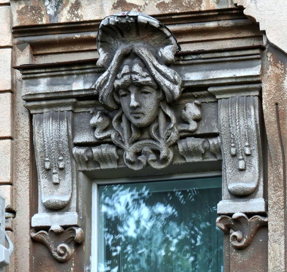 Fensterverdachung mit Maske