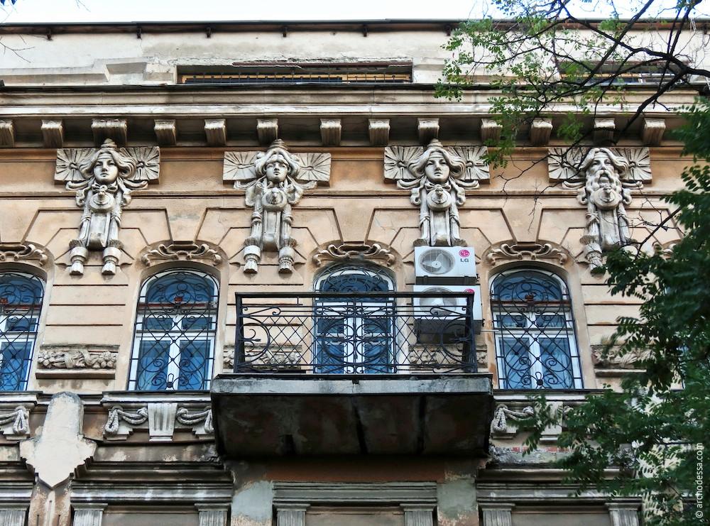 Masken und Fensteröffnungen, Gesamtansicht