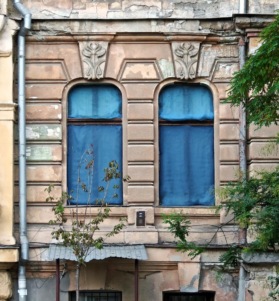 Fenster und Rustizierung