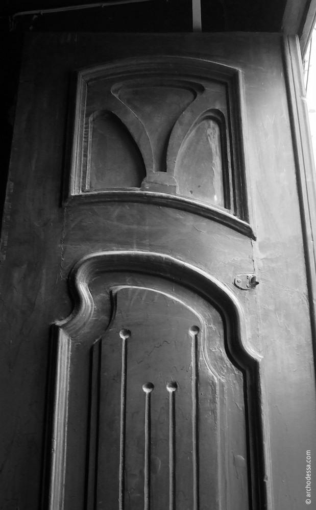 Tür vor der Restaurierung, ein Ausschnitt