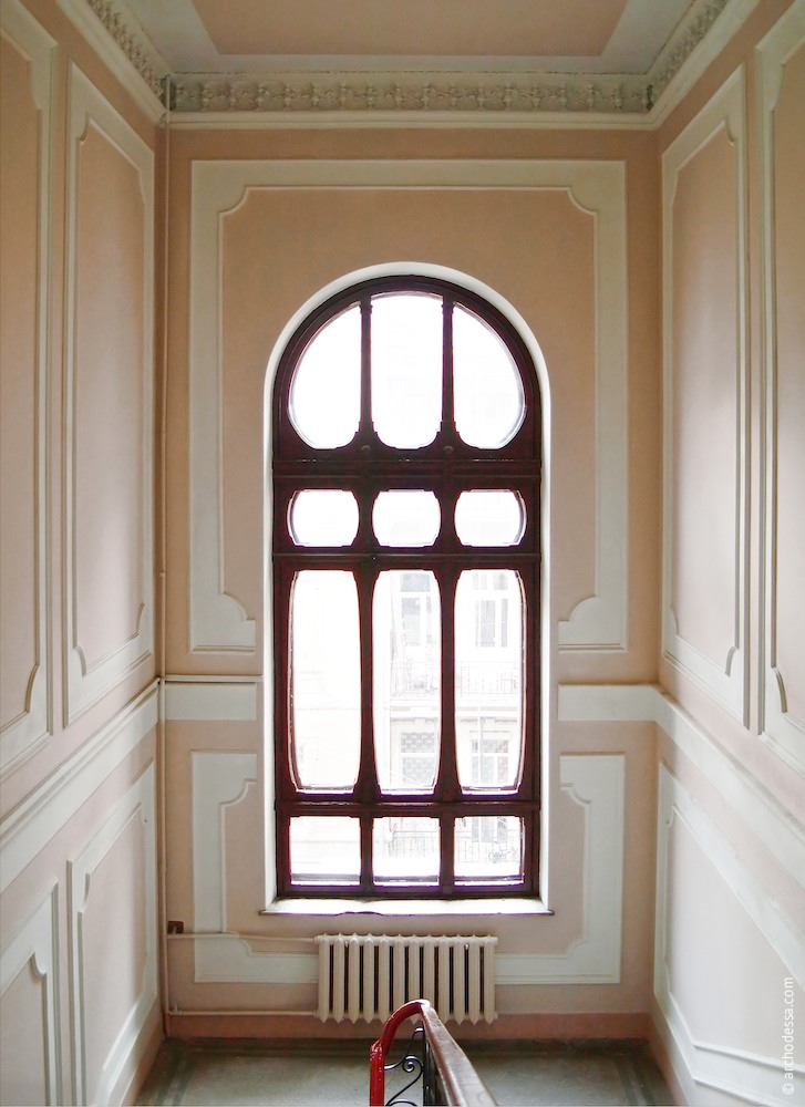 Treppenhausfenster zwischen 2. und 3. Stock