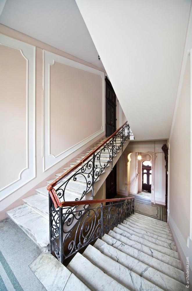 Treppenabsatz zwischen 1. und 2. Stock