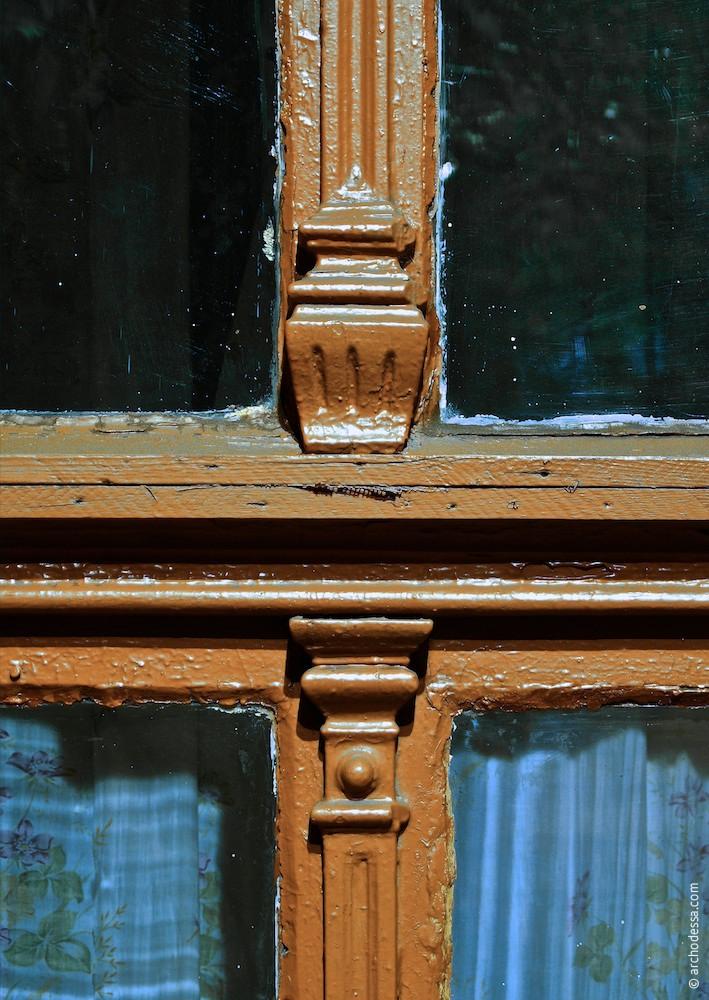 Fensterrahmenverzierung, ein Ausschnitt