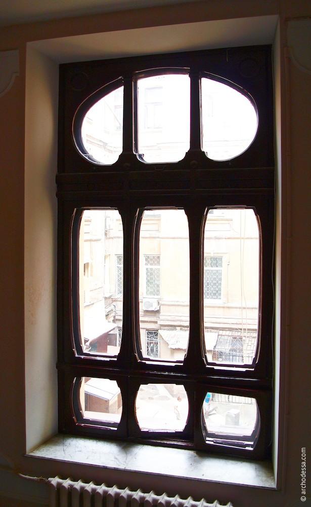 Treppenhausfenster zwischen 1. und 2. Stock