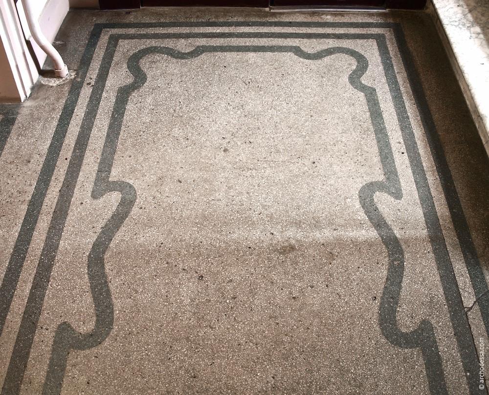 Betonmosaik, Treppenabsatz im 1. Stock