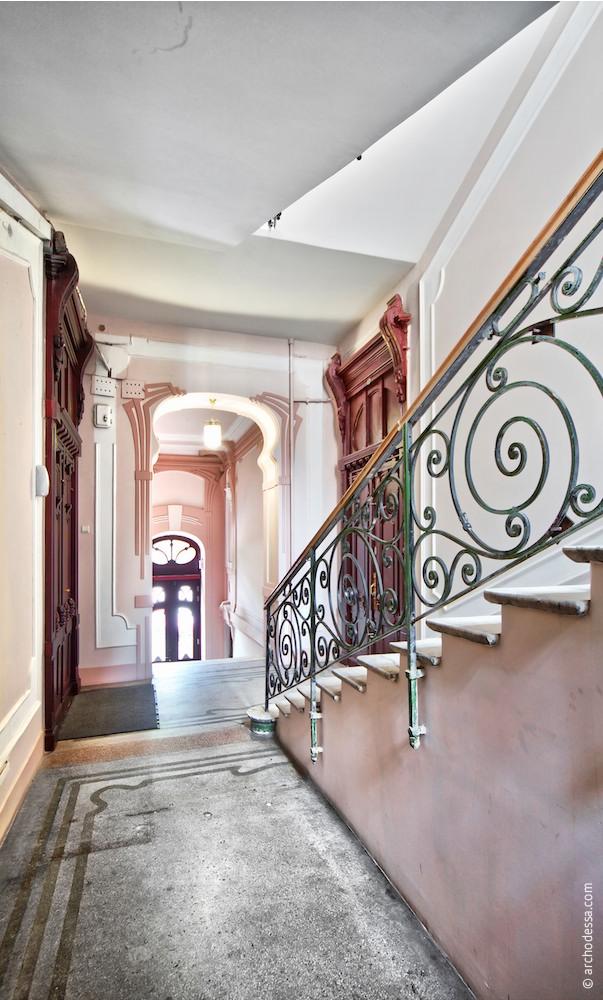 Treppenabsatz im 1. Stock, Gesamtansicht