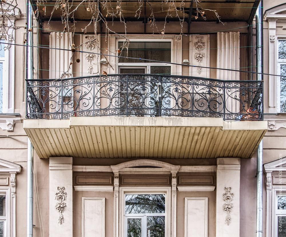 Отделка центрального ризалита и балкон