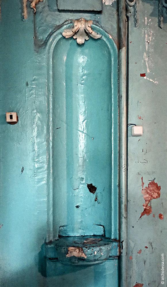 Nische zwischen zwei Türen