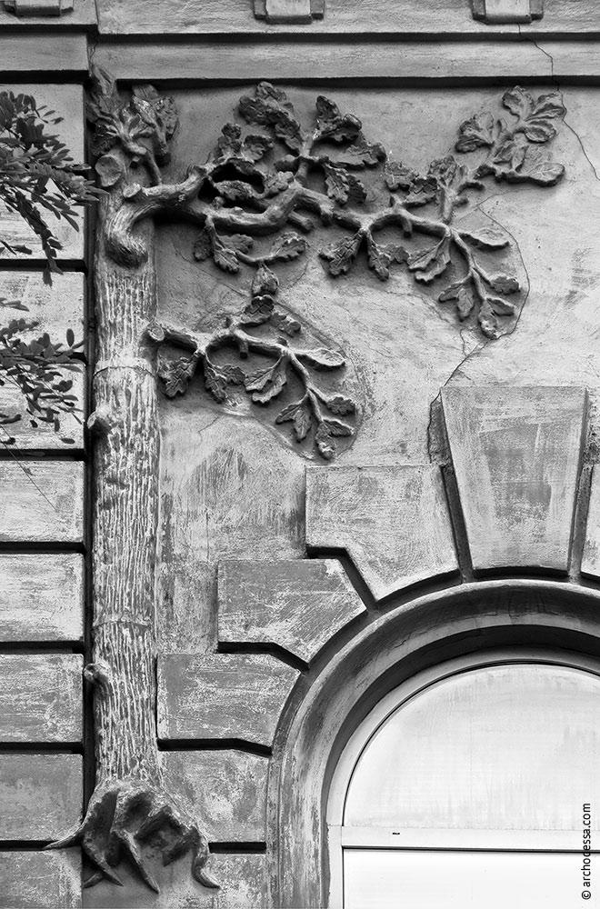 Rechter Fassadenteil, florale Elemente