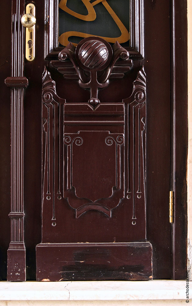 Dekor des unteren Teils der Tür