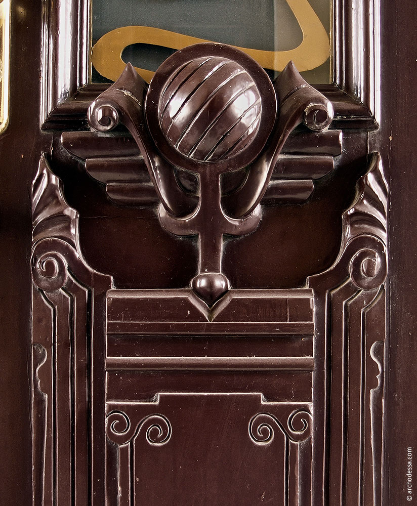 Dekor des unteren Teils der Tür, ein Ausschnitt