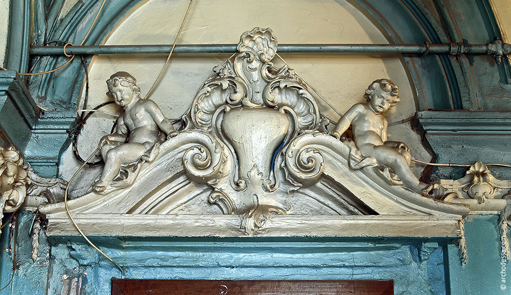Sculpture group above one of the doors