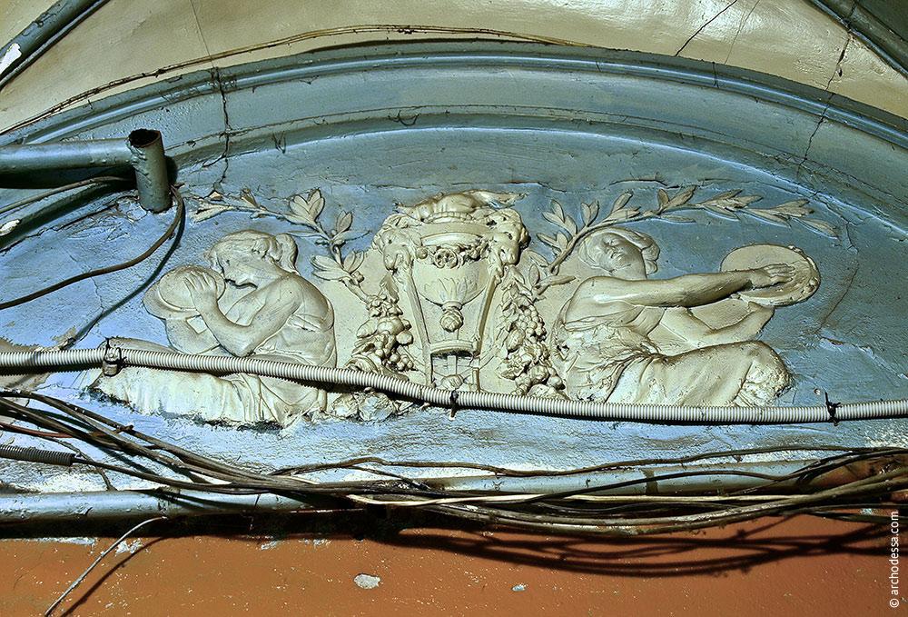 Bas-relief in the corridor
